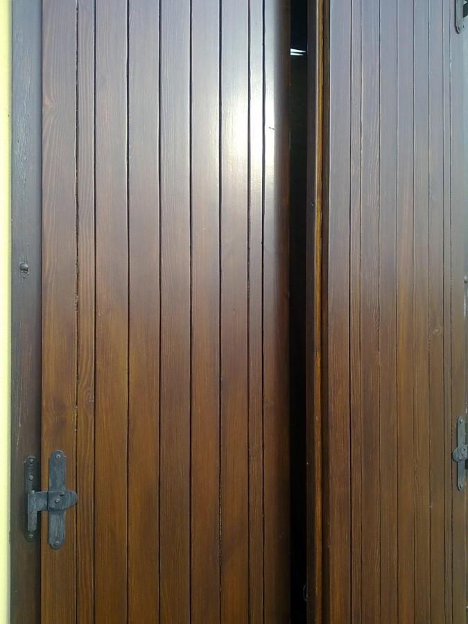 Sostituire scuri esterni in legno con dei nuovi in pvc for Infissi color legno