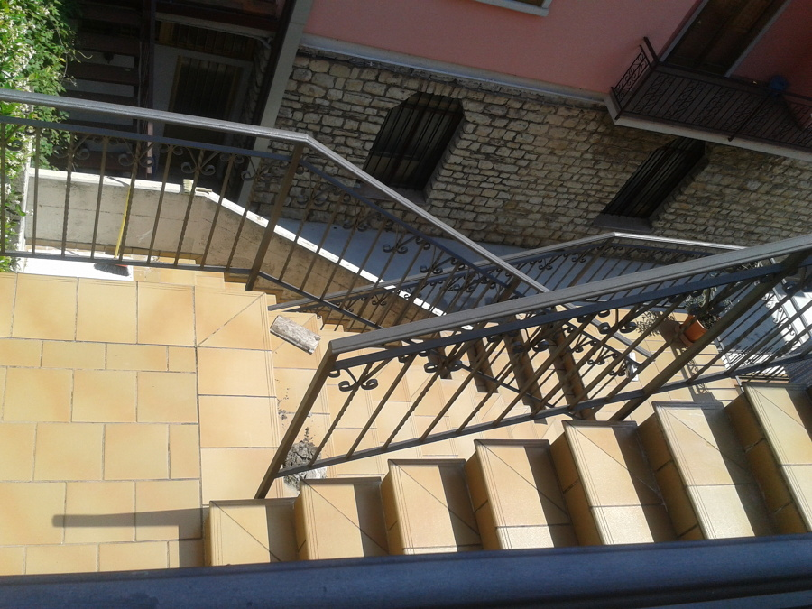 Casa moderna roma italy copertura scale esterne - Coperture per scale esterne ...