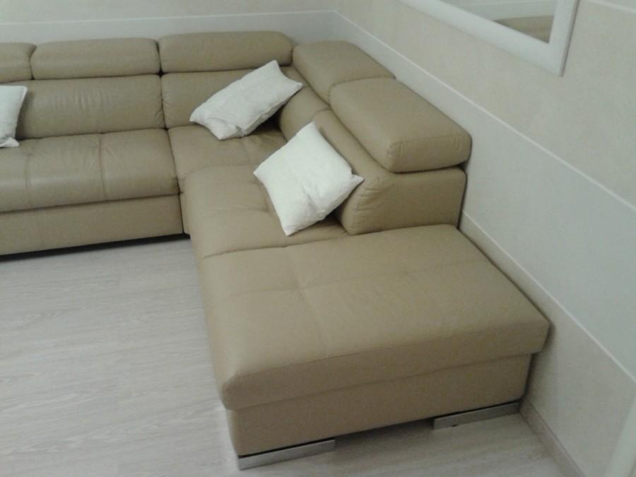 Rivestire divano ecopelle idee per il design della casa for Rivestire divano pelle