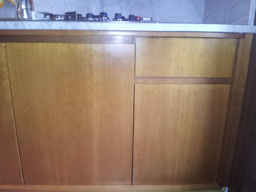 Laccare ante e cassetti dei mobili della cucina in - Mobili della cucina ...