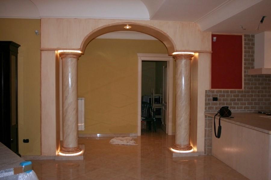 Mobili lavelli rivestimento camino colonne in gesso - Archi in gesso per interni ...