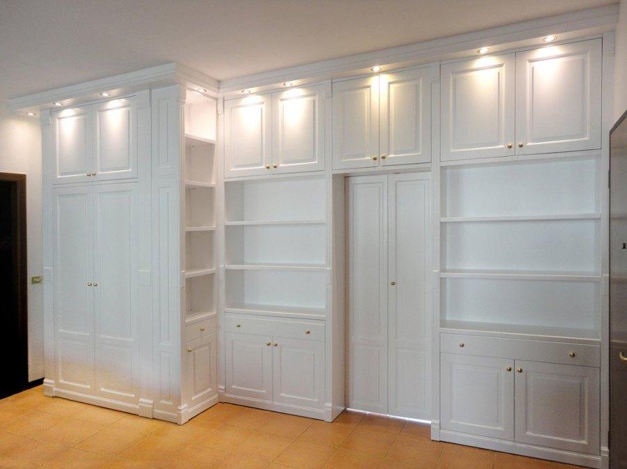 Libreria con cabina armadio dispensa casale reggio for Boiserie in legno ikea