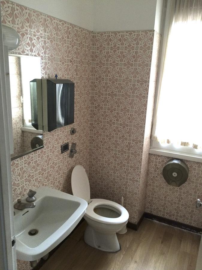 Ristrutturazione integrale bagno 170 x 140 cm milano - Prezzo piastrelle bagno ...