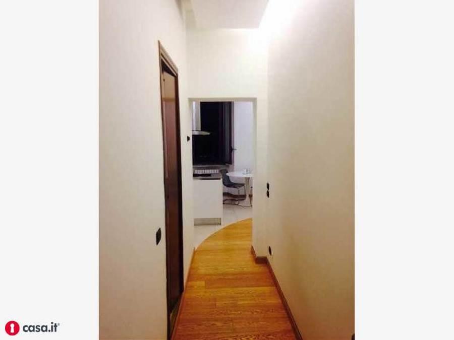 Ripostiglio in quota 0 80x4m pi spostare alla base punti luce gi esistenti rimozione - Casa base milano ...