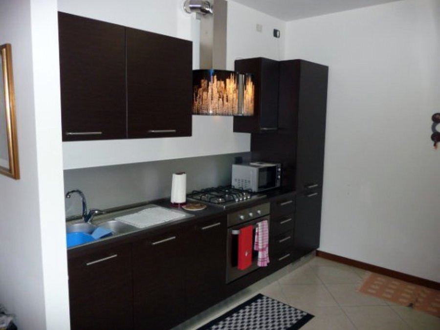 Penisola in muratura e rifacimento top della cucina esistente piastrelle alla parete mestre - Top della cucina ...