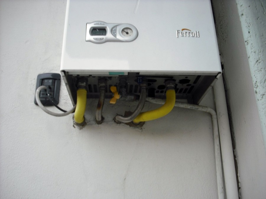 Copertura per caldaia esterna installazione climatizzatore for Caldaie bricoman