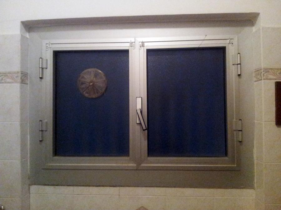 Cambiare finestra bagno genova genova habitissimo - Altezza parapetto finestra ...