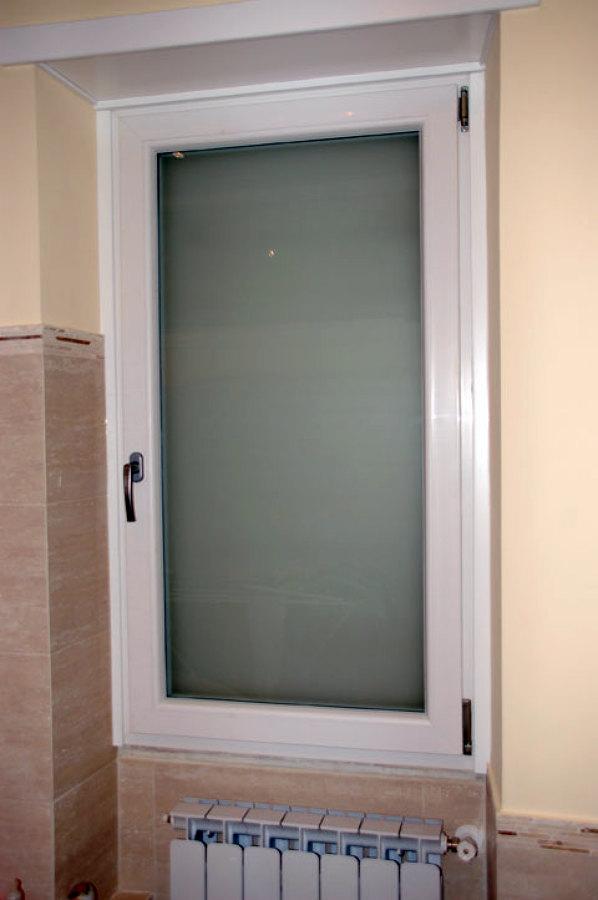 Installare finestra pvc con doppi vetri torino torino habitissimo - Finestra pvc prezzo ...