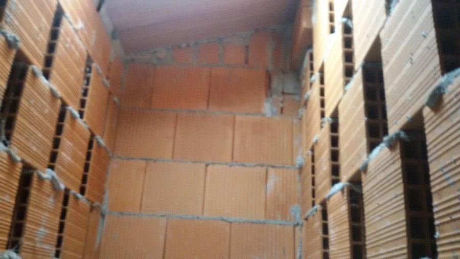Piccola ristrutturazione casa sottotetto uso ripostiglio for Finestra 50x70