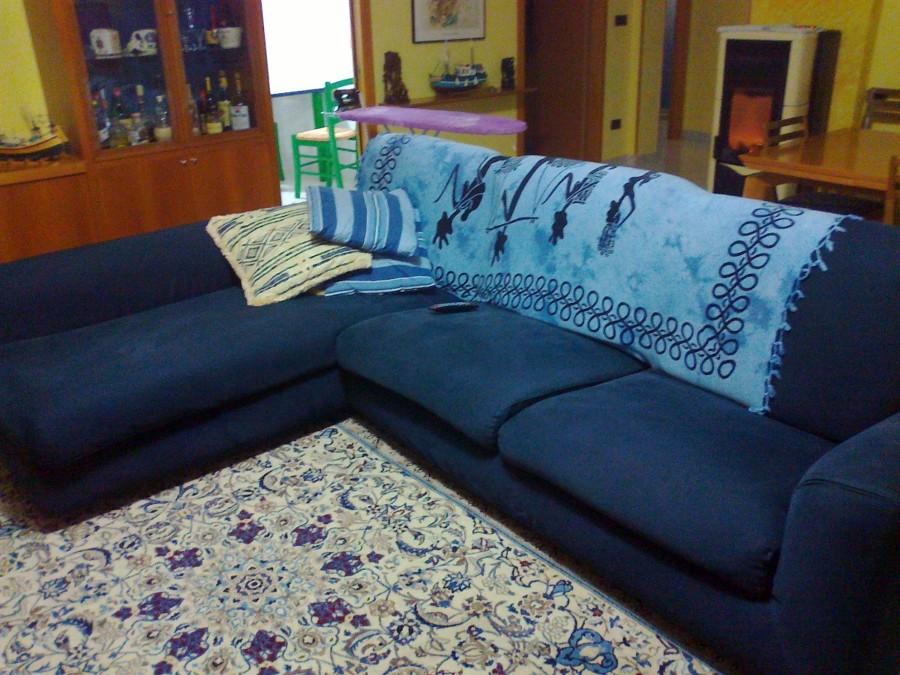 Divani classici in tessuto damascato idee per il design della casa - Divano tessuto damascato ...