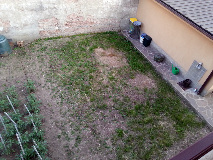 Sistemazione prato piccolo giardino verano brianza for Sistemazione giardino