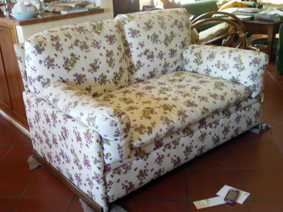 Rivestire divano letto calci pisa habitissimo for Rivestire divano