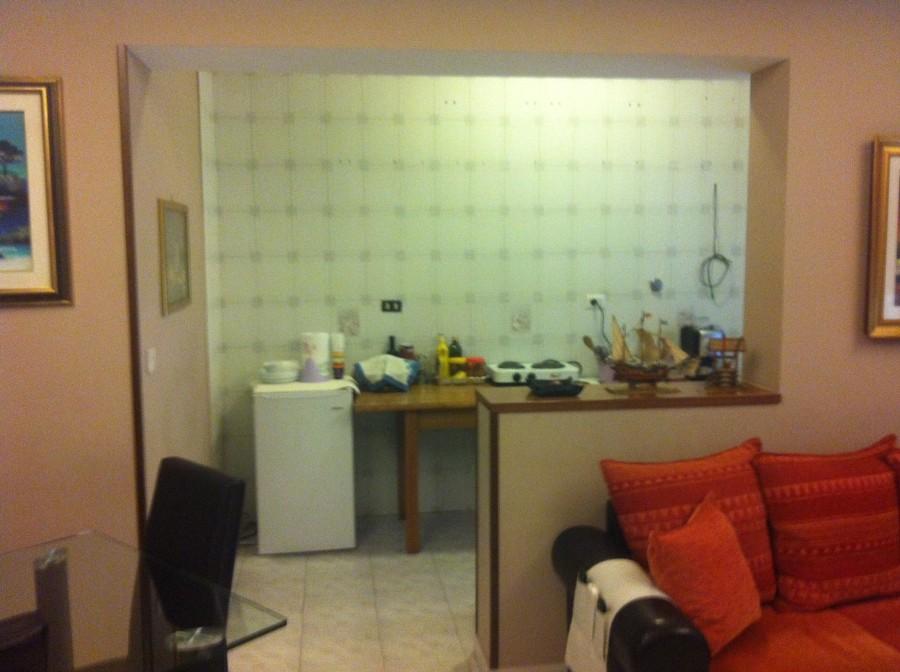 Posa resina su piastrelle sulla parete in cucina roma - Posa piastrelle cucina ...