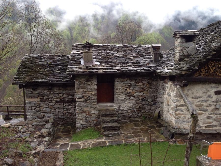 Ristrutturazione baita in montagna bannio anzino for Piccole case moderne di montagna