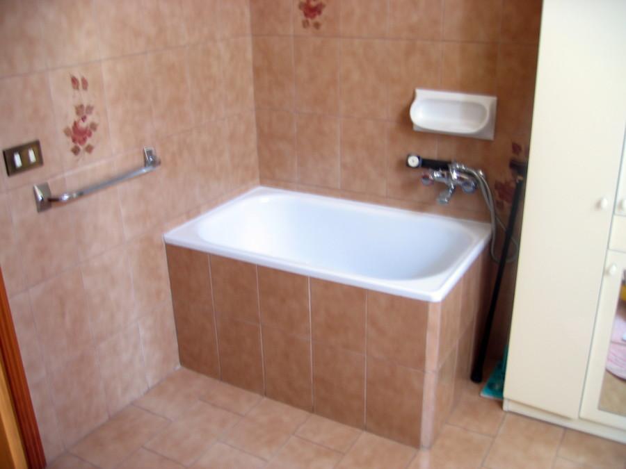 Cool vasche da bagno con doccia prezzi vasca e doccia in ununica soluzione vasche ad angolo with - Dimensioni vasca da bagno piccola ...