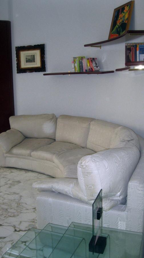 preventivo per ricoprire divano circolare 5 posti milano