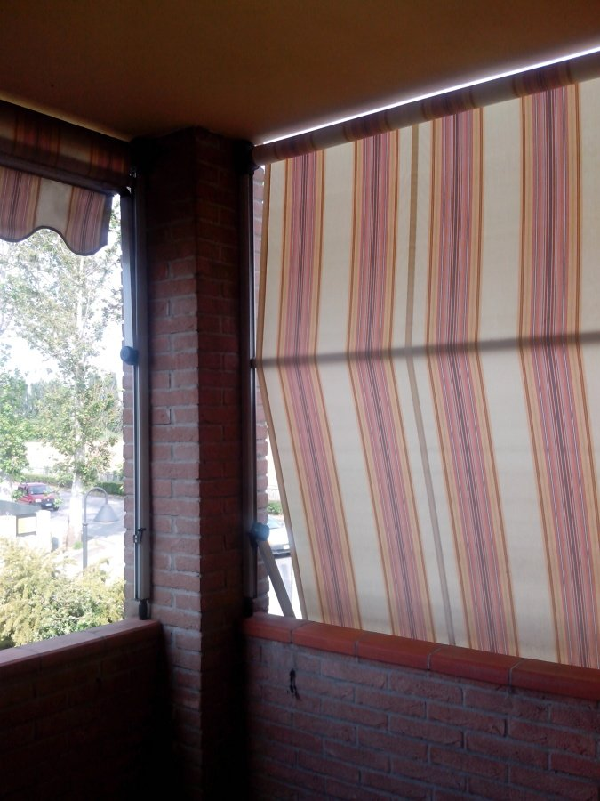 Chiusura a vetri su due lati di una veranda parma parma - Vetri oscurati casa ...