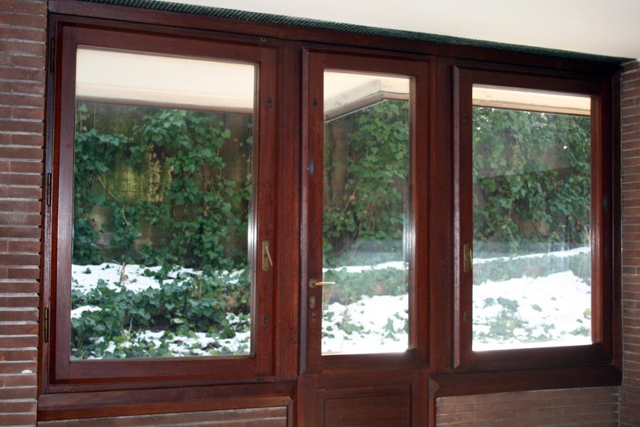 Installare vetri antisfondamento oscurati su finestre in - Vetri doppi per finestre ...