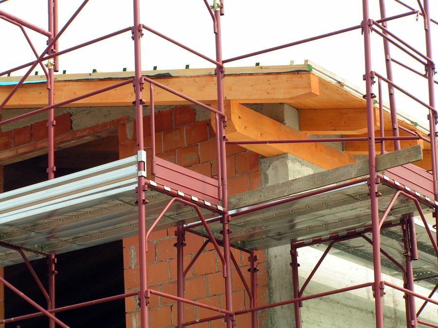 Preventivo verniciatura parti a vista tetto in legno (abete) - Rovellasca (Como)  Habitissimo