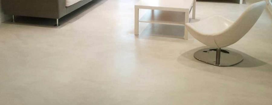 Salotto pavimento chiaro idee per il design della casa for Costo per livellare il pavimento in casa