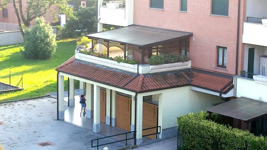 Mobili lavelli verande moderne sui balconi for Piani tetto veranda protette