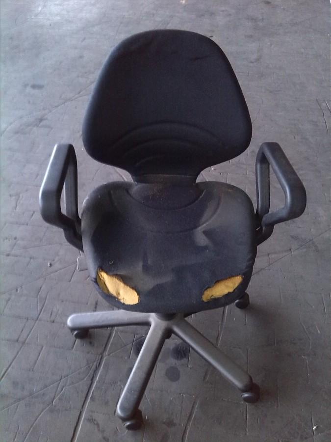 Sedie da ufficio rifacimento sellino e spalliera in stoffa for Sedie da ufficio milano