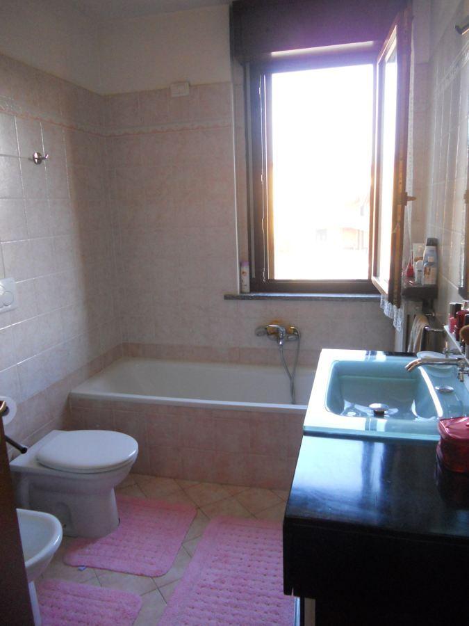 Piastrellatura piccolo bagno 3x2 somma lombardo varese - Costo rifacimento bagno piccolo ...