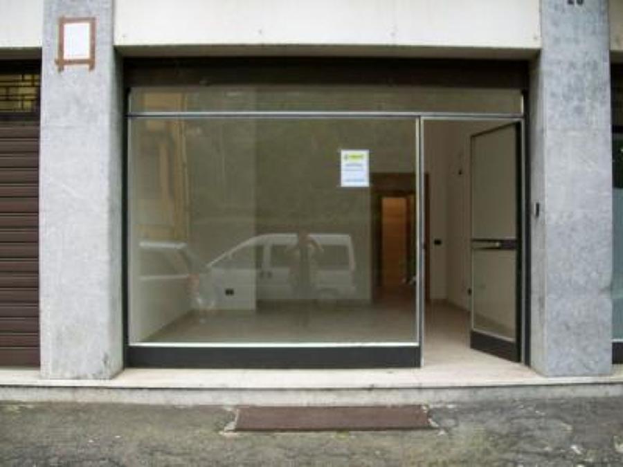 Cambio vetrina negozio in pvc o allumnio cagliari for Garage con negozio