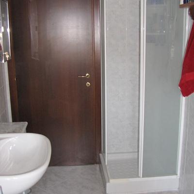 Sostituzione piatto con cabina doccia pi grande - Cambiare piatto doccia ...