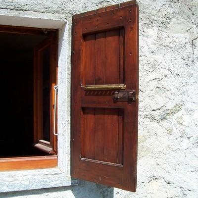 Installare finestre antoni antoni in pvc tipo legno plesio como habitissimo - Finestre in legno o pvc ...