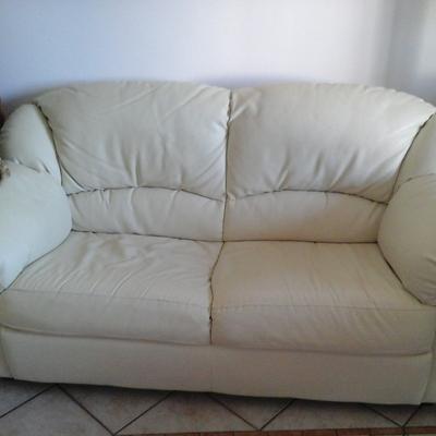 Aggiustare un divano in ecopelle rovinato - Bagnaia (Viterbo ...