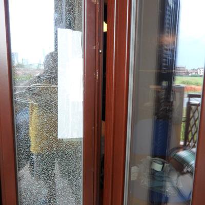 Riparazione infissi in legno e sostituzione lastra vetrocamera doppia assago milano - Sostituzione finestre milano ...