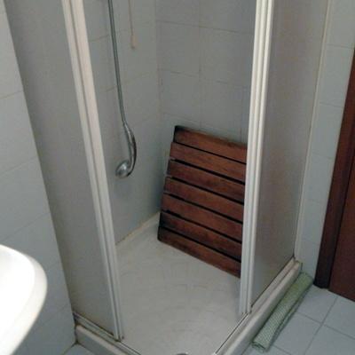 Sostituzione piatto doccia con cabina doccia idromassaggio - Cambiare piatto doccia ...