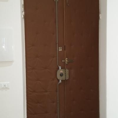 Restauro porta d 39 ingresso di appartamento interna la - Cambiare serratura porta ingresso ...