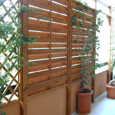 Realizzazione barriera in legno frangivento frangivista - Mobile per balcone ...