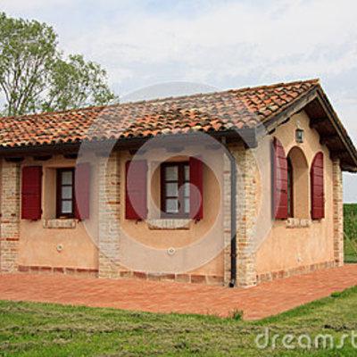 Casetta prefabricata in cemento armato con tramezzi for Piani di casa con portici schermati e sunrooms