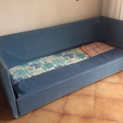 Rivestire la struttura del divano con imbottitura sottile - Rifoderare divano ...