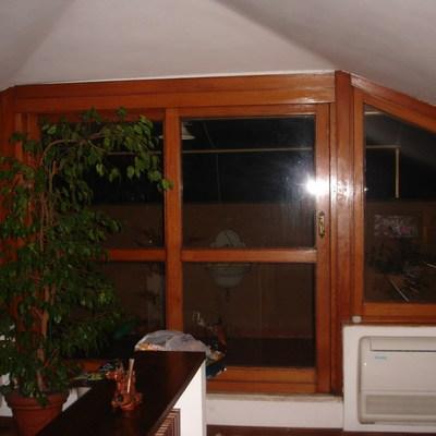 Restauro infissi in legno con installazione vetrocamera a - Restauro finestre in legno prezzi ...