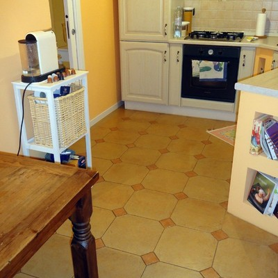 Posa kerlite su pavimento in cucina cavenago di brianza for Posa alzatina cucina