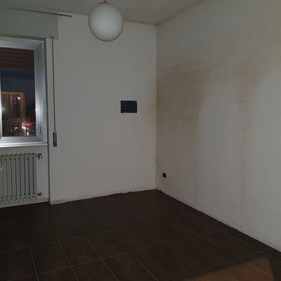 Macchie di umidit in camera da letto a milano quartiere forlanini milano milano milano - Camera da letto milano ...
