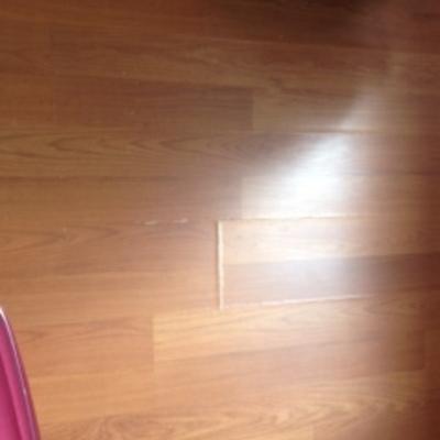 Parquet rovinato causa perdita acqua trieste trieste for Verniciare parquet senza levigare