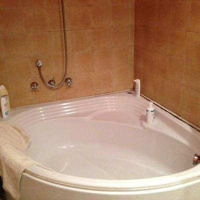 Sostituzione vasca da bagno angolare con cabina doccia catania catania habitissimo - Installare una vasca da bagno ...