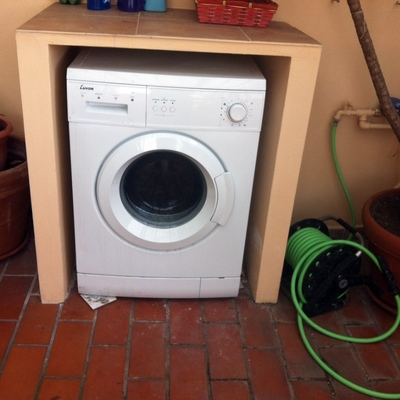 Armadietto per esterno e gelosie copertura lavatrice for Esterno lavatrice