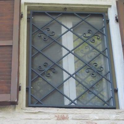 Grate finestre in ferro battuto sappanico di ancona - Grate in ferro battuto per finestre ...