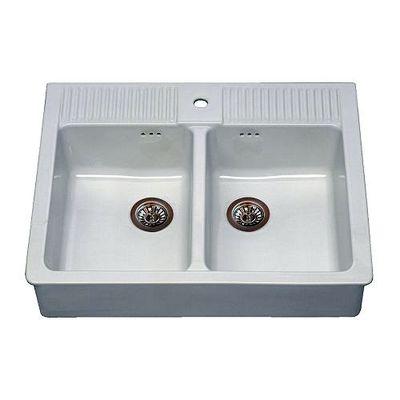 Installare un lavello cucina di ceramica su staffe metalliche al ...