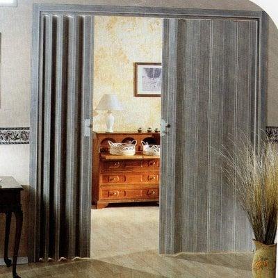 Installare porta a soffietto su misura con pannelli trasparenti - Vigevano  (Pavia) | Habitissimo