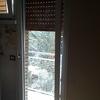 Riparazione finestra della cucina modello vasistas in alluminio
