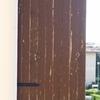 Riverniciatura scuri legno leggermente usurati dal sole