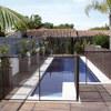 Struttura mobile intorno piscina