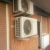 Spostare due condensatori dei condizionatori